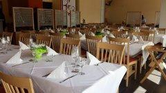 Der festlich eingedeckte Gastraum im Restaurante
